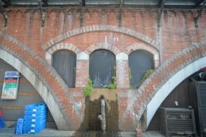 18小アーチと焼き過ぎ煉瓦の装飾